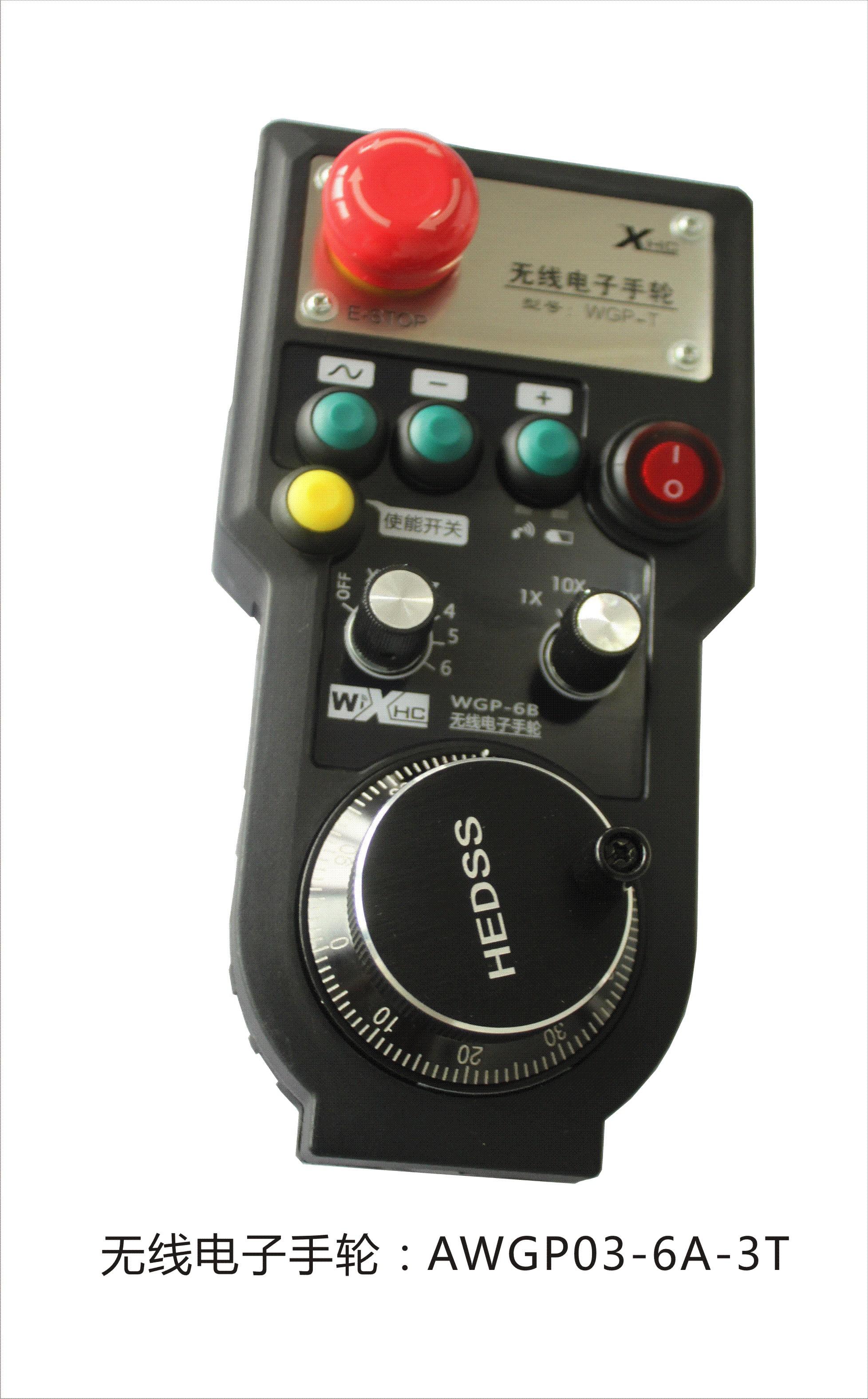 一、应用领域 适用于德国西门子(SIEMENS)、日本三菱(MITSUBISHI)、法那科(FANUC)、西班牙发格(FAGOR)、法国NUM、台湾宝元、新代等数控系统。 二、使用示意图  三、产品外观说明  四、产品特点 1 采用跳频传输,抗干扰能力强 采用433MHZ,ISM无线FR传输技术,发射功率10DB,接受灵敏度-98DB.